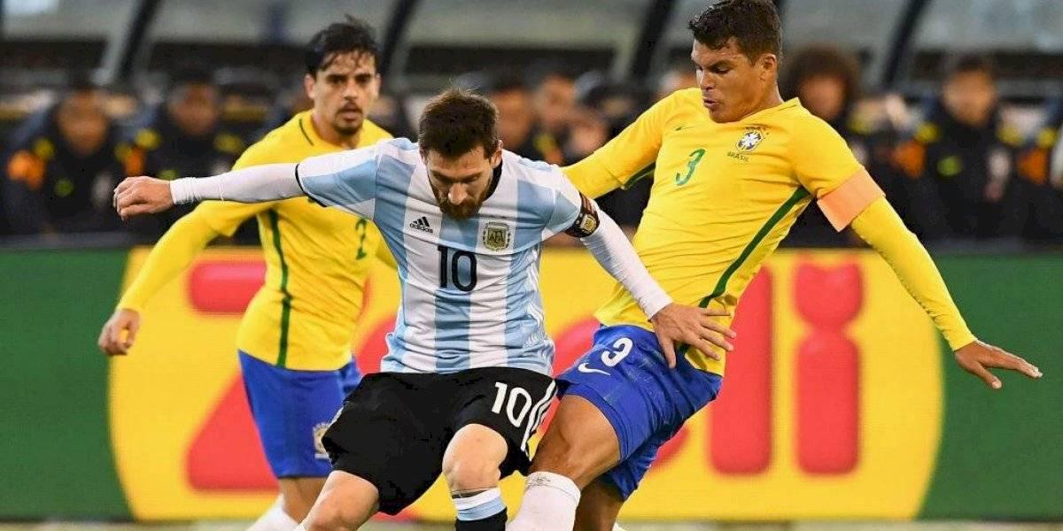 """Thiago Silva acusó a Lionel Messi de """"influir en la decisiones arbitrarles durante los partidos"""""""