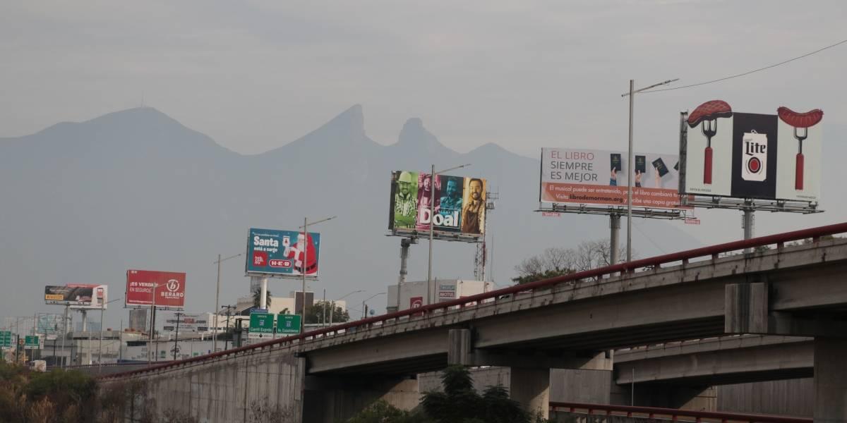 Contaminación visual satura a Monterrey