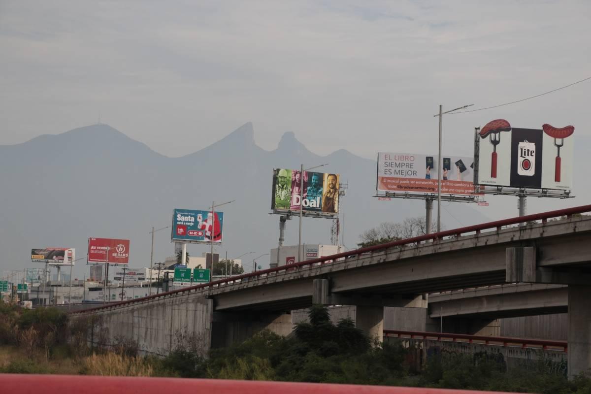 Contaminación visual satura a Monterrey - Publimetro México