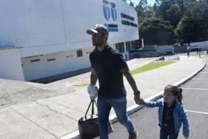 José Contreras junto a su familia en el estadio