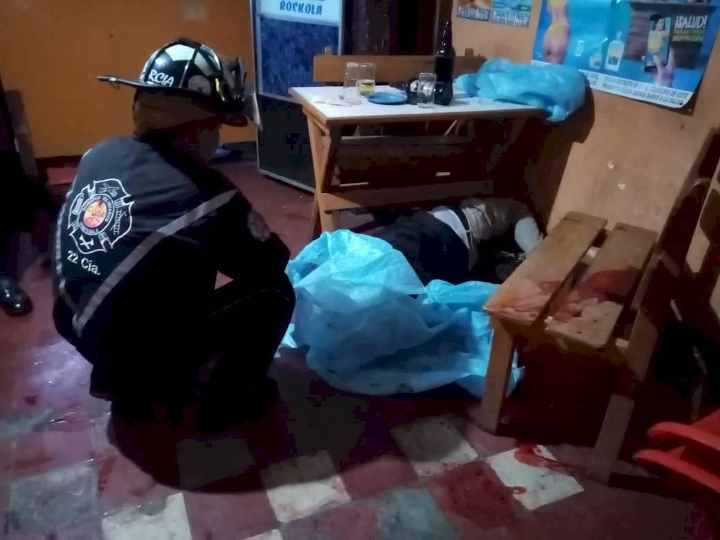Un ataque armado se registró en el interior de una cantina en la zona 1 de Mixco, en el cual una persona perdió la vida. CVB