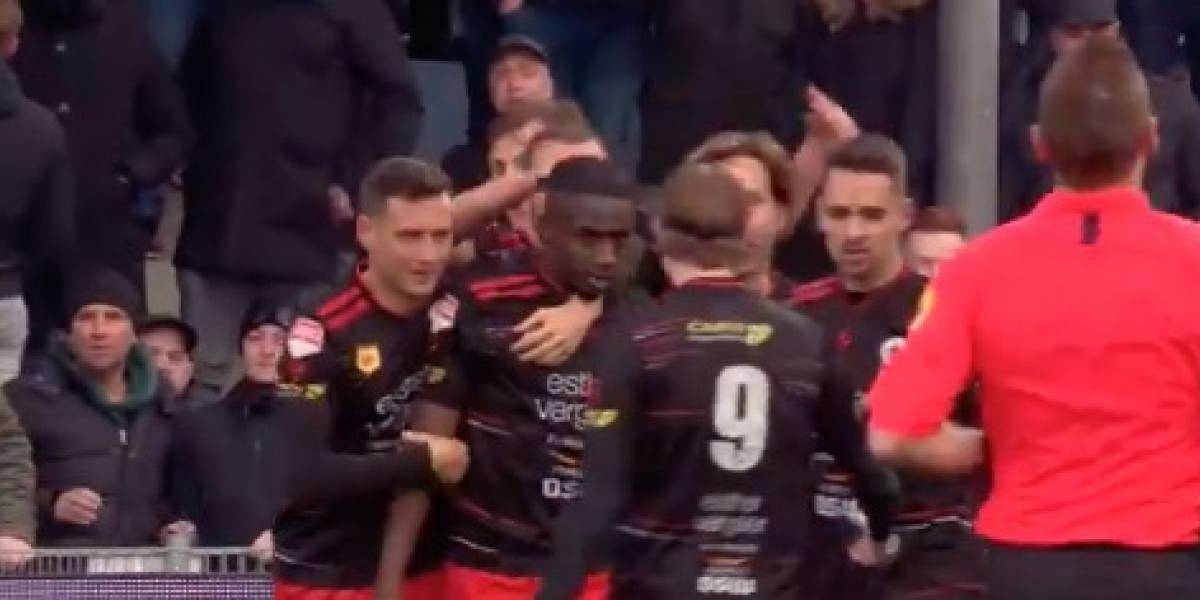 VIDEO: Jugador que sufrió insultos racistas calla bocas con golazo