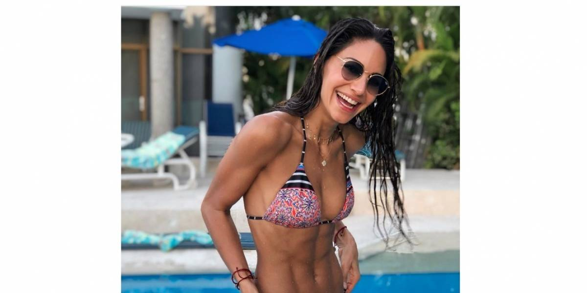 A Valerie Domínguez se le cayó el vestido de baño por culpa de las olas del mar