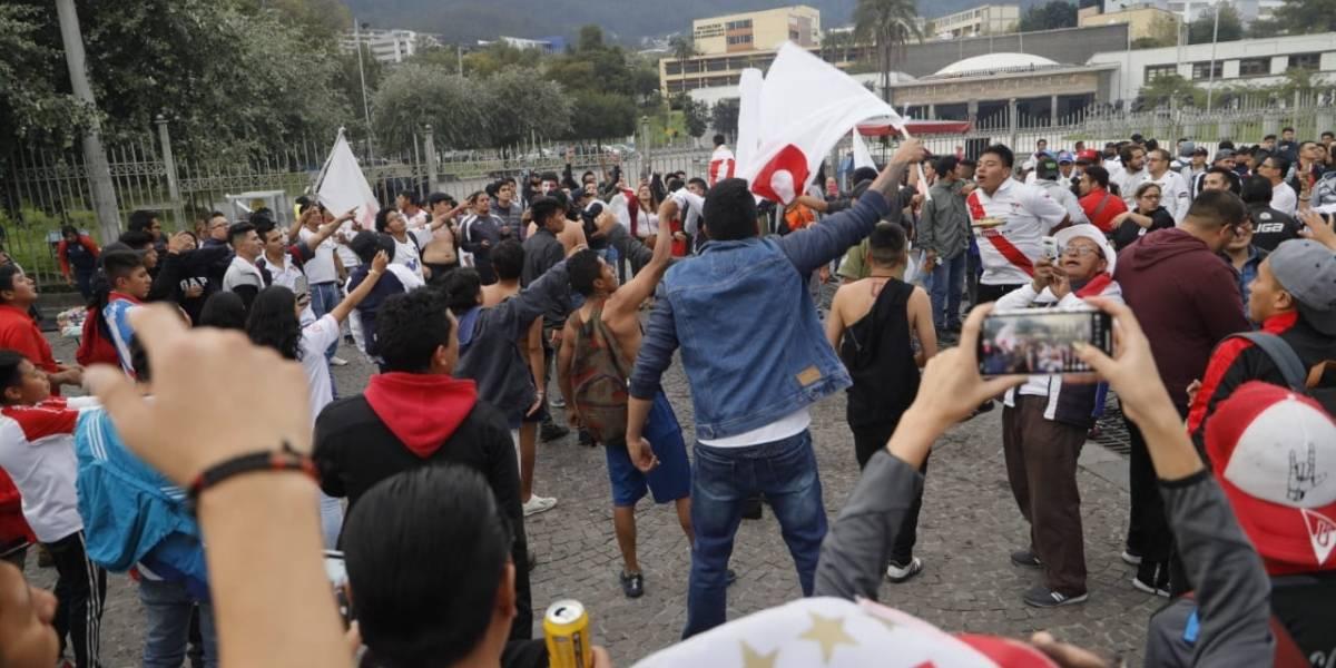 Hinchas de Liga de Quito no pudieron festejar en la pileta de la Universidad Central