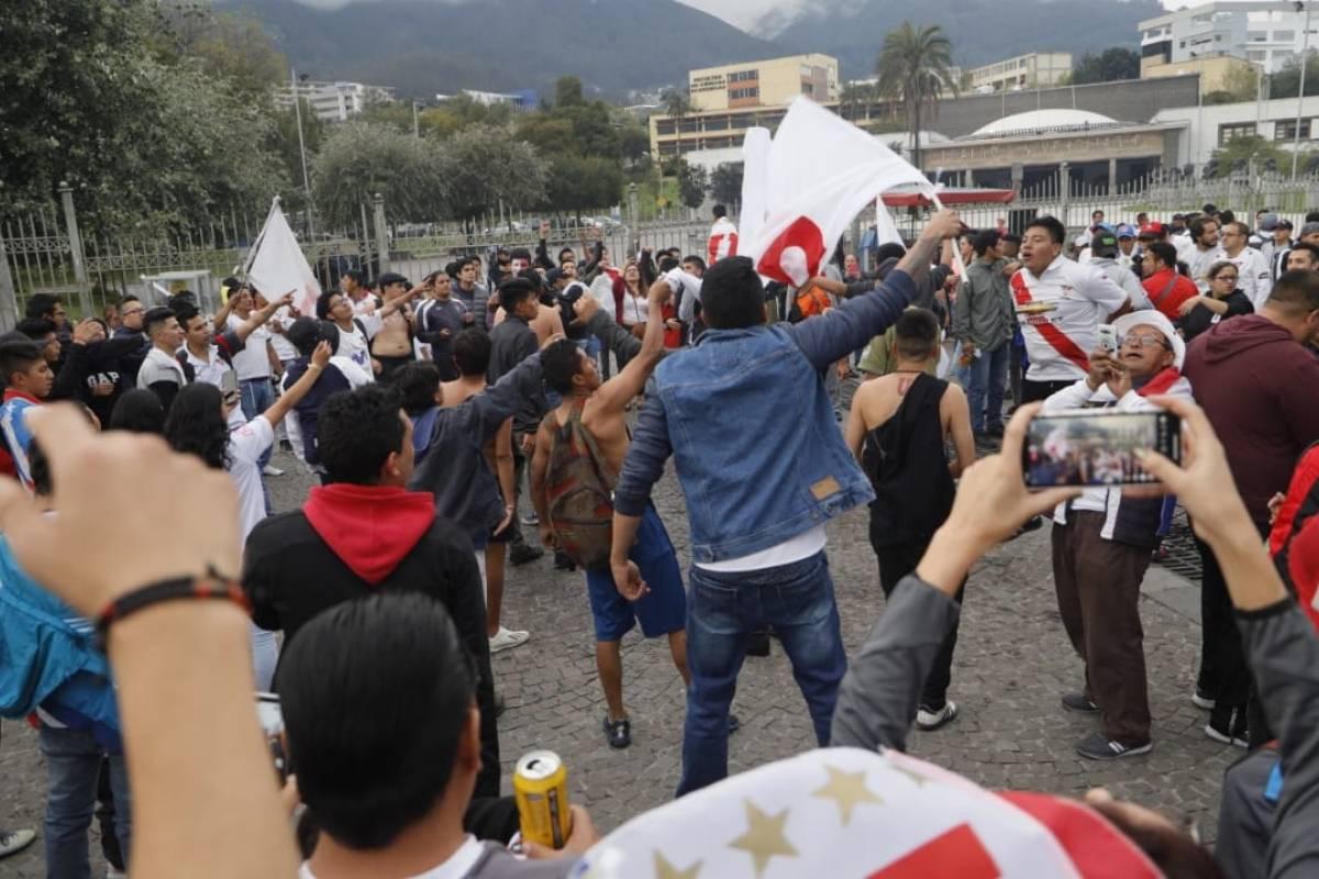 Hinchas de Liga de Quito no pudieron festejar en la pileta de la Universidad Central - Metro Ecuador