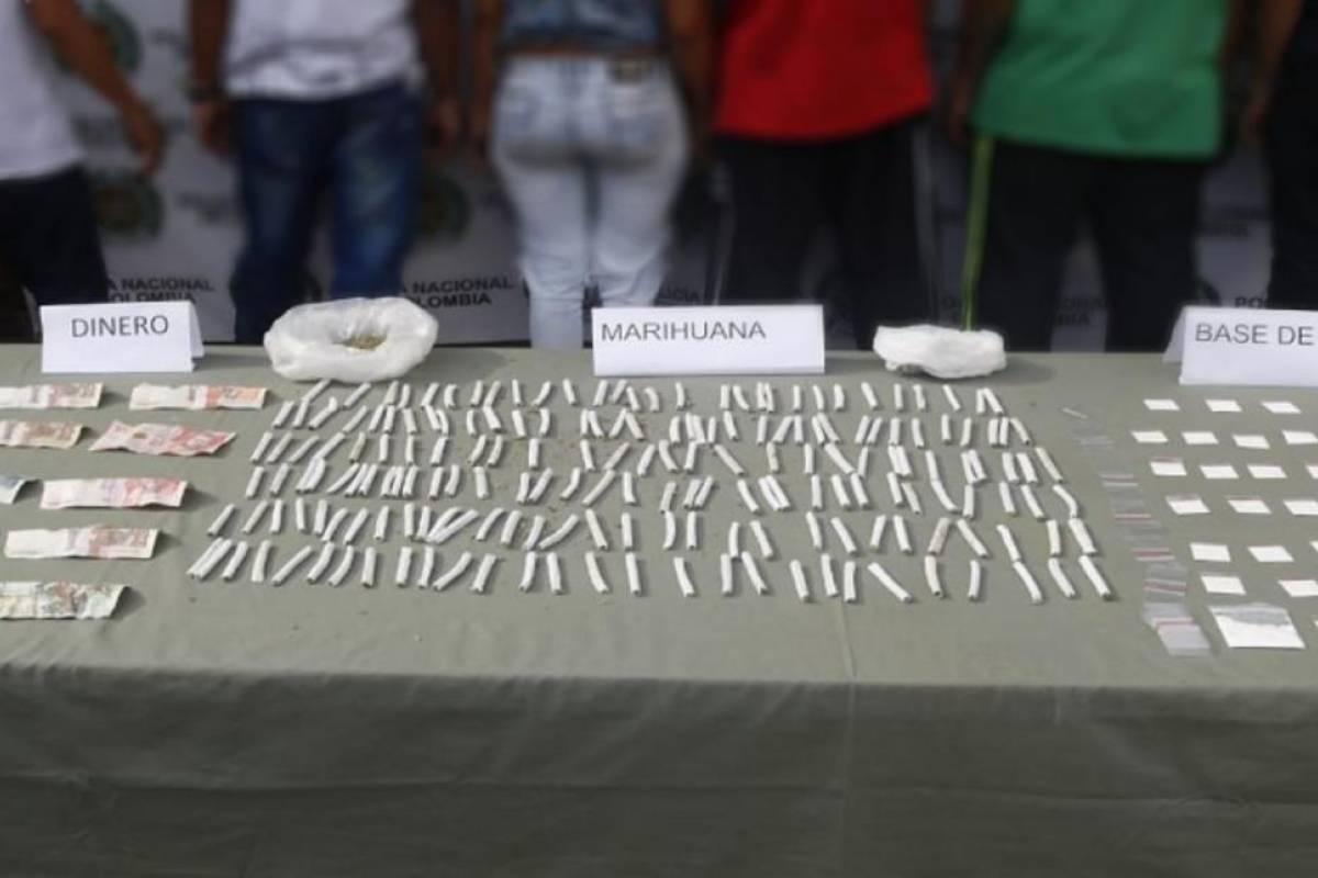 NOTICIS: Banda ocultaba la droga debajo de piedras cercanas a colegios - Publimetro Colombia