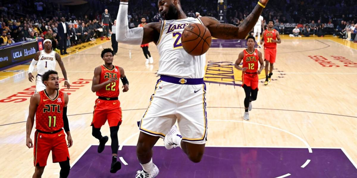 LeBron James (33+12) devuelve el 'Showtime' a los Lakers