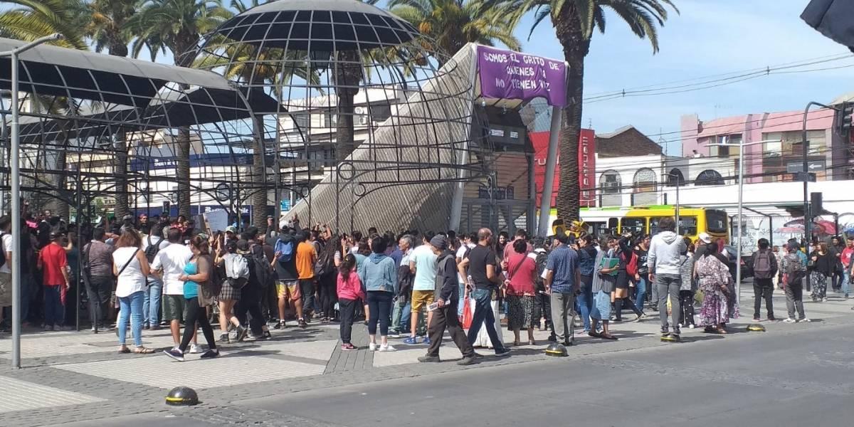"""""""Ni un día aguantó"""": Metro cierra estación Plaza de Puente Alto por manifestaciones horas después de su puesta en marcha a un mes del estallido social"""