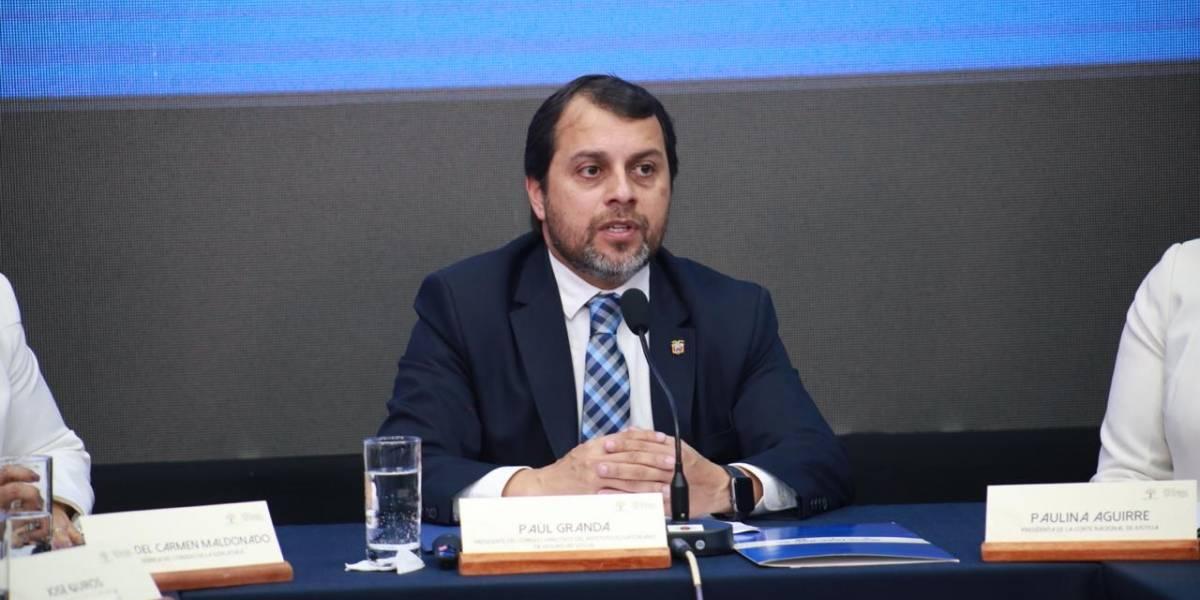 Paúl Granda renuncia y Jorge Wated asume presidencia del Consejo Directivo del IESS