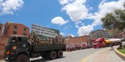 Militares y policías desbloquean una refinería en Bolivia