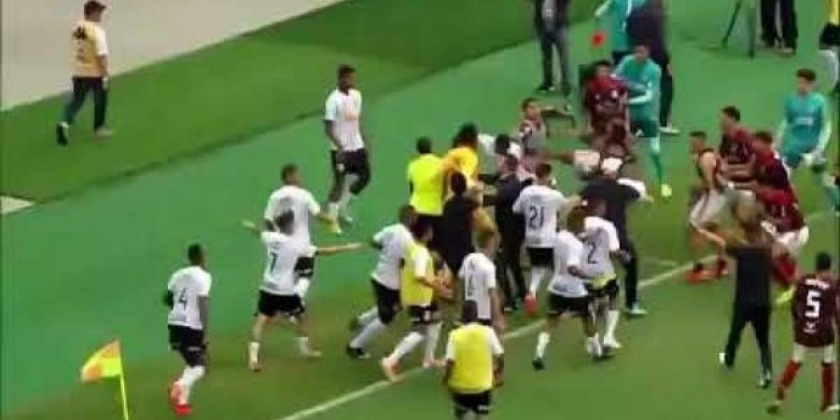 VIDEO. ¡Insólito! Jugadores del Corinthians agreden a arquero rival finalizado el partido