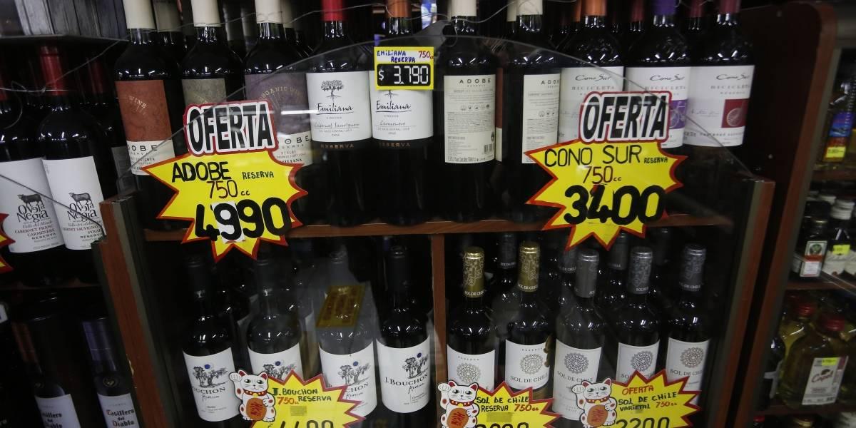 Senadores quieren sancionar venta de alcohol a menores a través de plataformas digitales