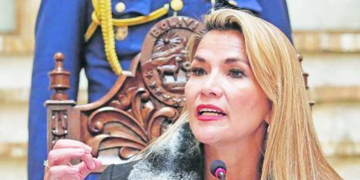"""Presidenta"" boliviana canceló viaje por temor a un ""atentado mortal"""