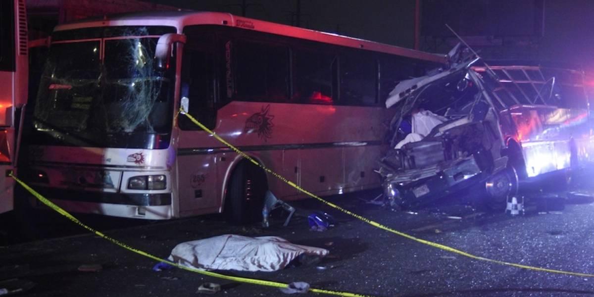Choque de autobuses en la México-Pachuca deja al menos 9 muertos