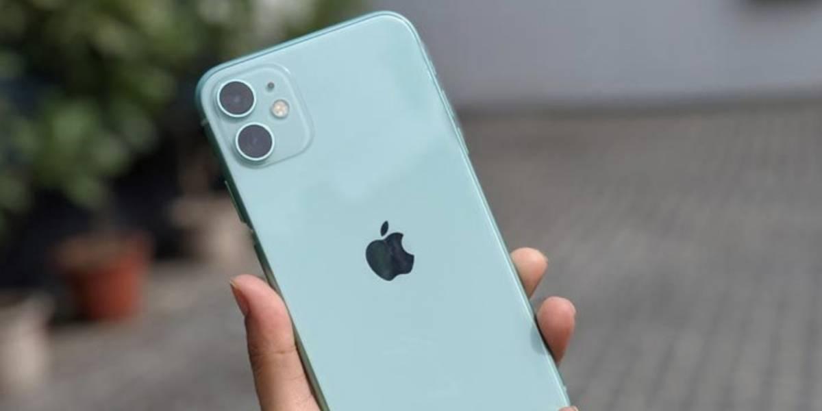 Con dos cámaras traseras y bañado en color: Revisamos al hermano pequeño de los iPhone de este año