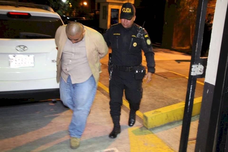 capturan a hombre que fingía ser agente de la PNC de Mixco