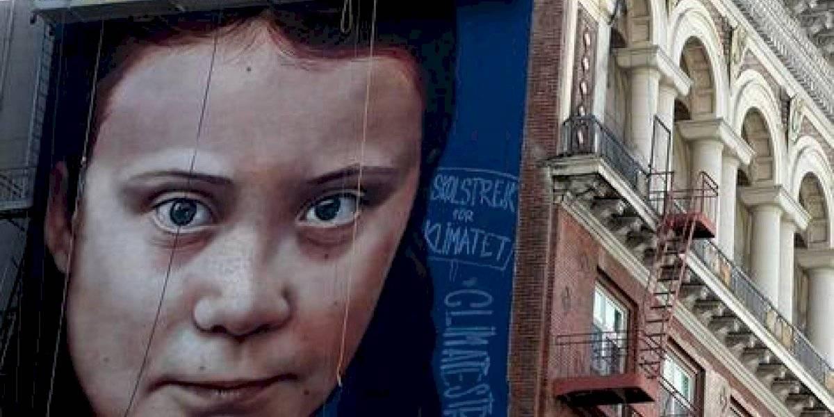 Enorme mural de Greta Thunberg suscita polémica