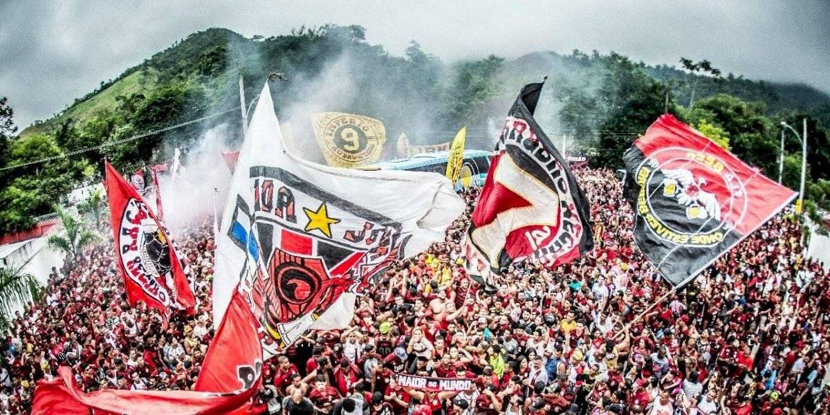 Hinchas de Flamengo le entregaron una emocionante despedida a su plantel antes de la final de la Copa Libertadores