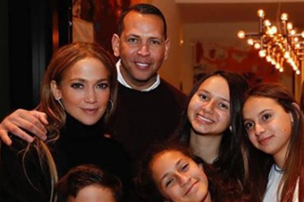 Al Estilo De Jennifer Lopez El Hermoso Vestido Rojo Con El