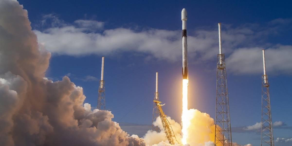 """Astrónomos denuncian que los satélites Starlink de Elon Musk """"ciegan"""" sus telescopios"""