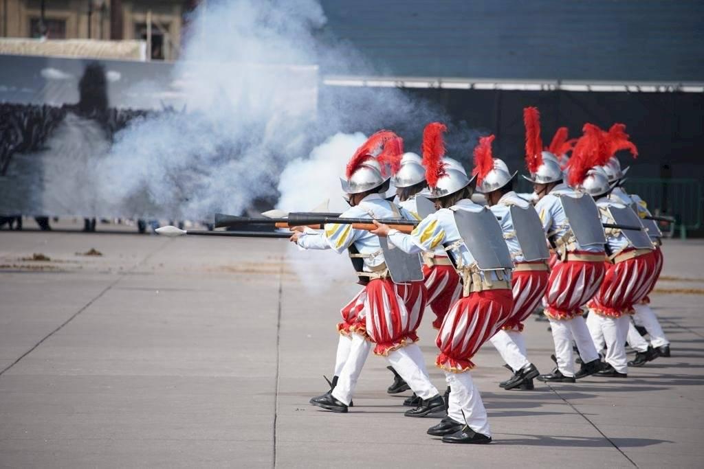 Desfile Revolución