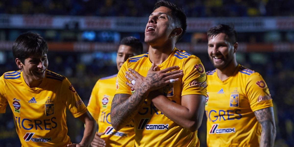 VIDEO: Le crean corrido a Carlos Salcedo por errores frente al América