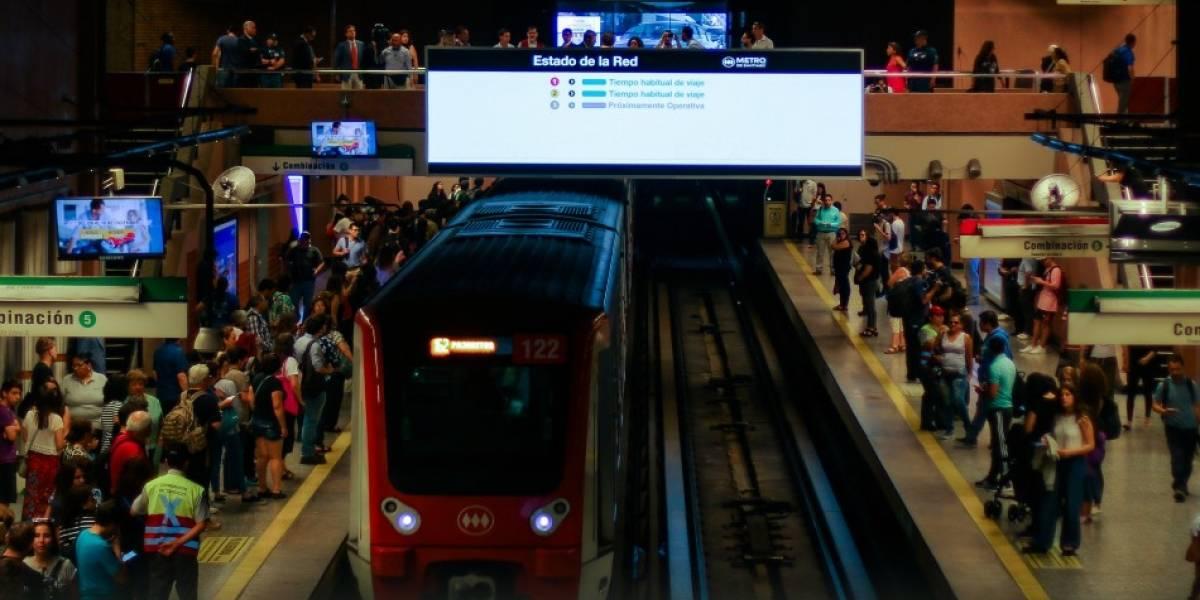 Metro de Santiago informa que tren averiado mantiene suspendida la Línea 5