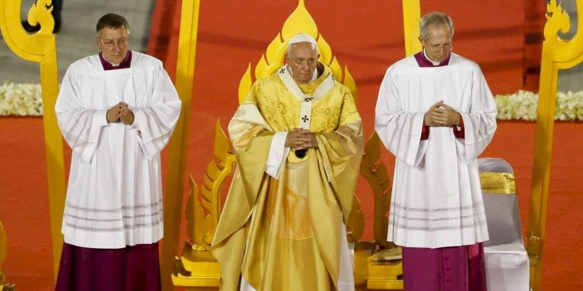 """El Papa en Tailandia pidió combatir """"humillación"""" de mujeres, y eso que las monjas no hacen misa"""