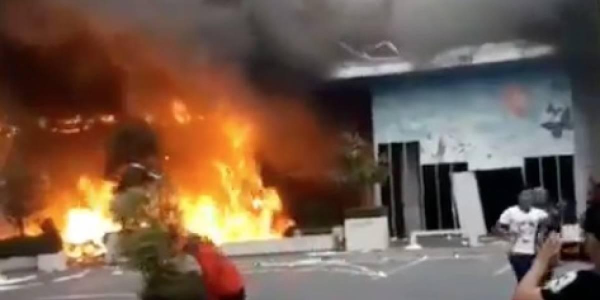 Saquearon e incendiaron Mall Arauco Quilicura en medio de denuncia de torturas