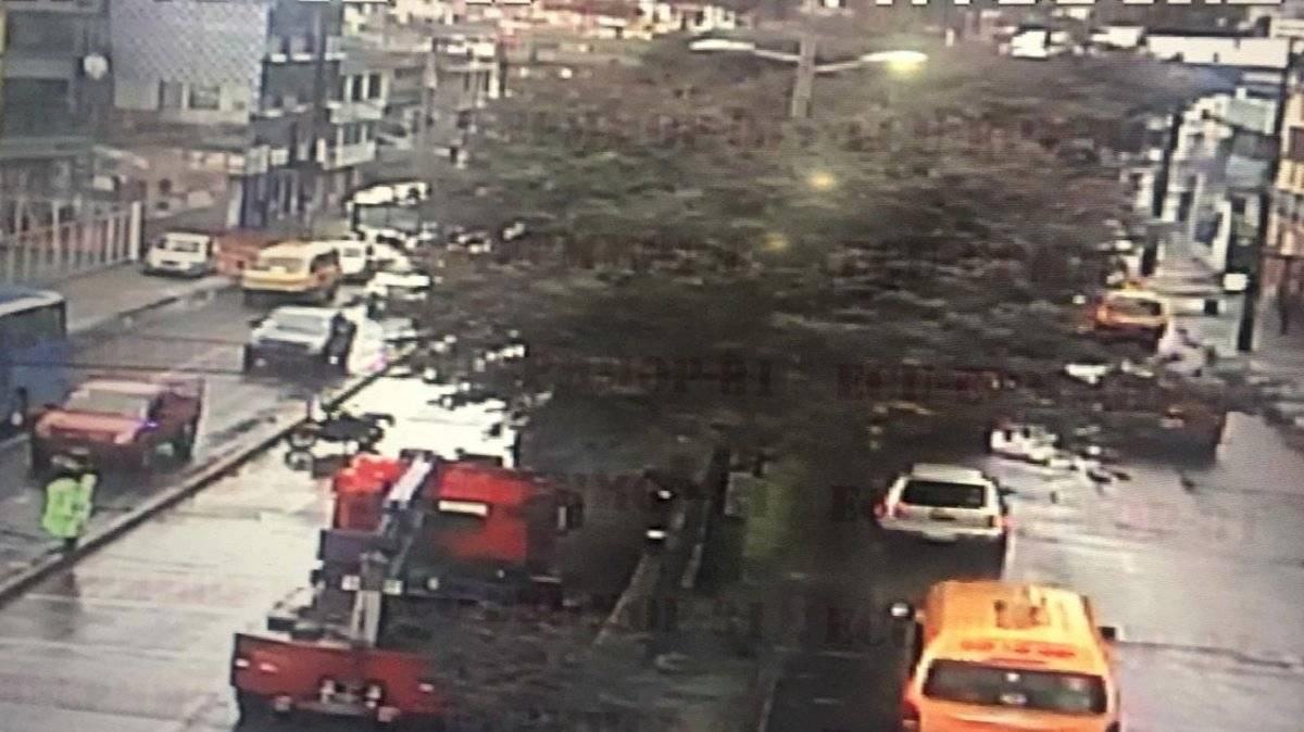 Cierres viales por accidentes, deslizamientos, vehículos averiados y árboles caídos