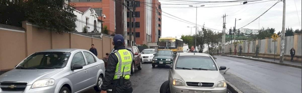 Varios cierres de carriles en Quito por diferentes incidentes