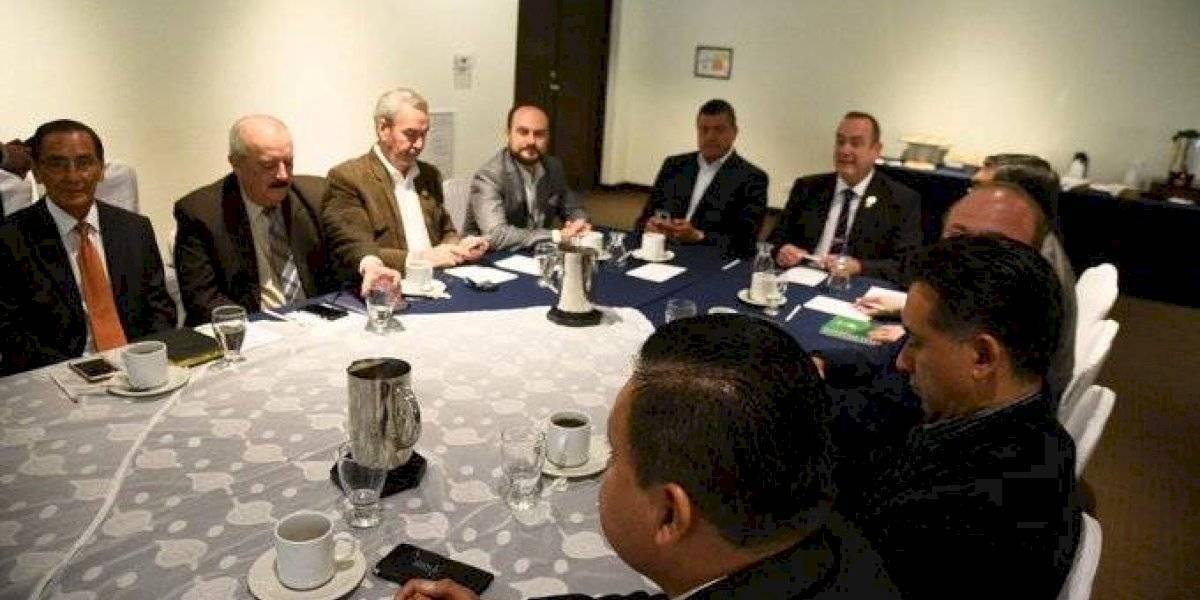 Analistas: hay discrepancias entre los equipos de transición de Giammattei y Morales