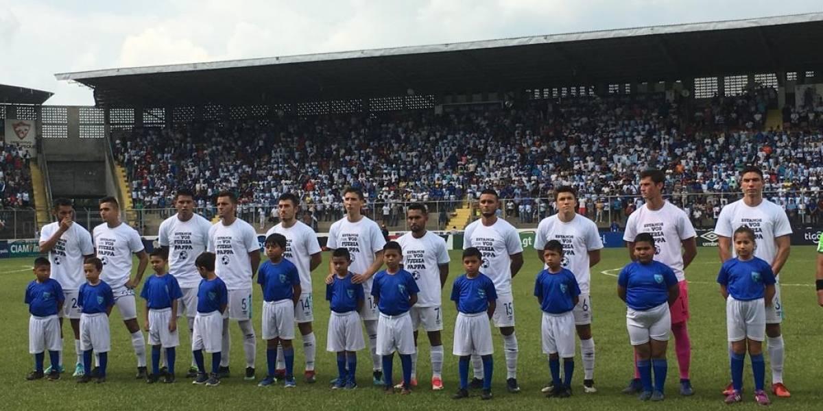 FOTO. Futbolistas muestran apoyo a Marco Pappa