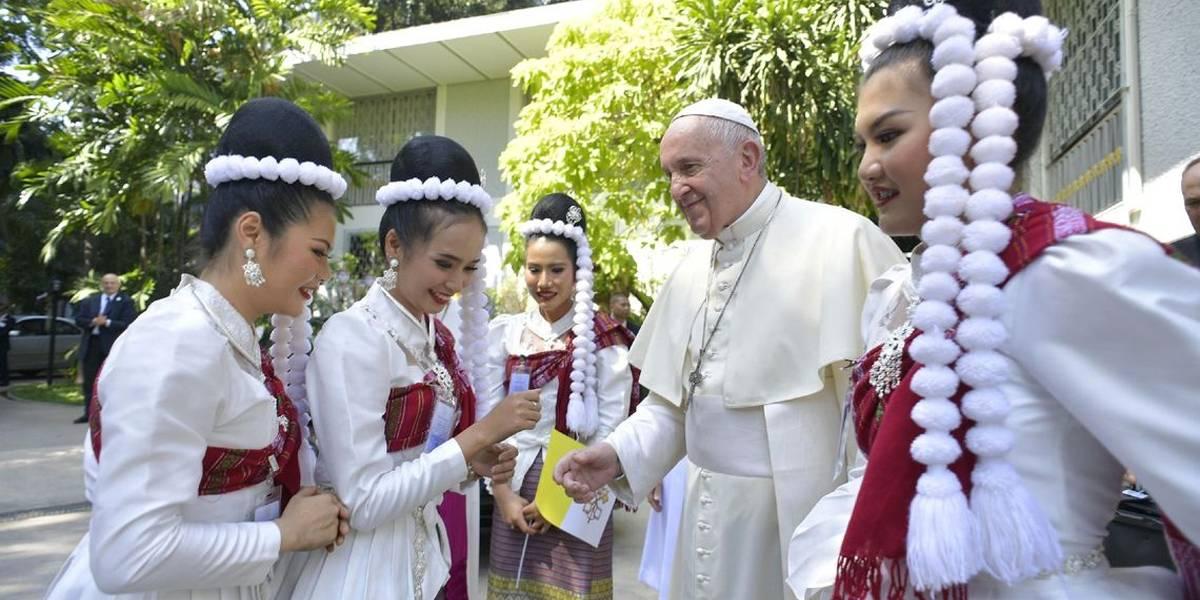 Papa Francisco visita templo budista em Bangcoc