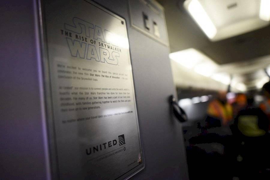 Placa del avión de United con temática de Star Wars: The Rise of Skywalker