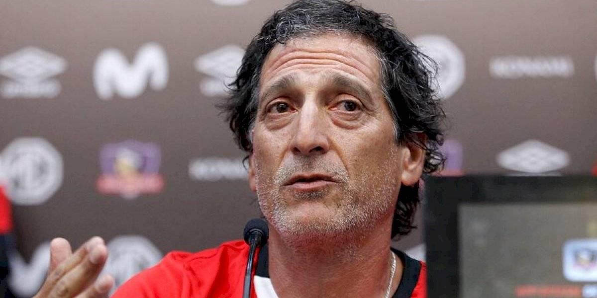 """Mario Salas deja el fútbol en segundo plano en Colo Colo: """"Nuestra cabeza está con nuestras comunas, con el país"""""""