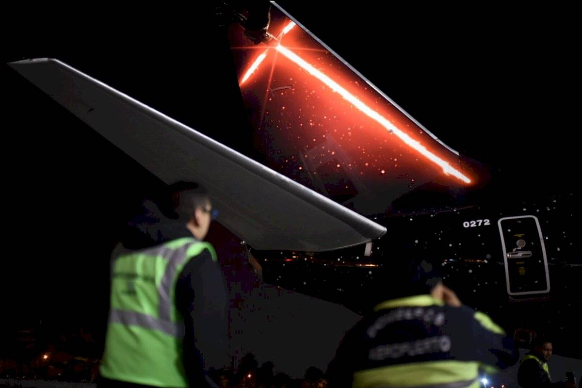 Los sables de luz de Star Wars en las alas del Boeing de United Edwin Bercián