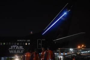 Los sables de luz de Star Wars en las alas del Boeing de United