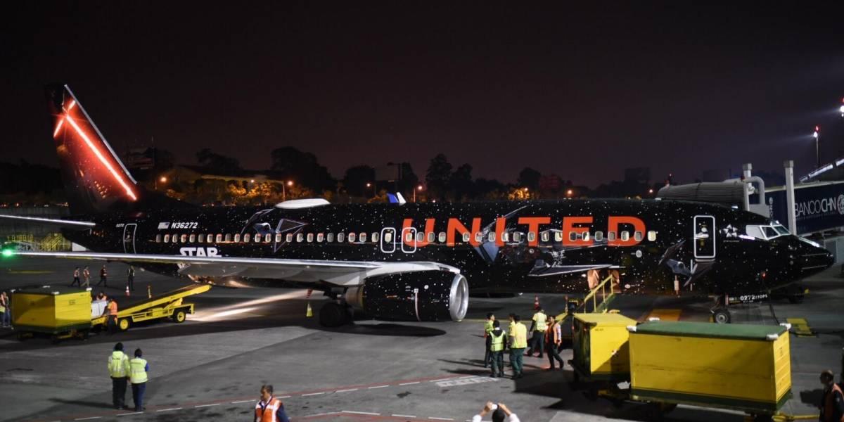 VIDEO. United llega al país con un avión personalizado de Star Wars: The Rise of Skywalker