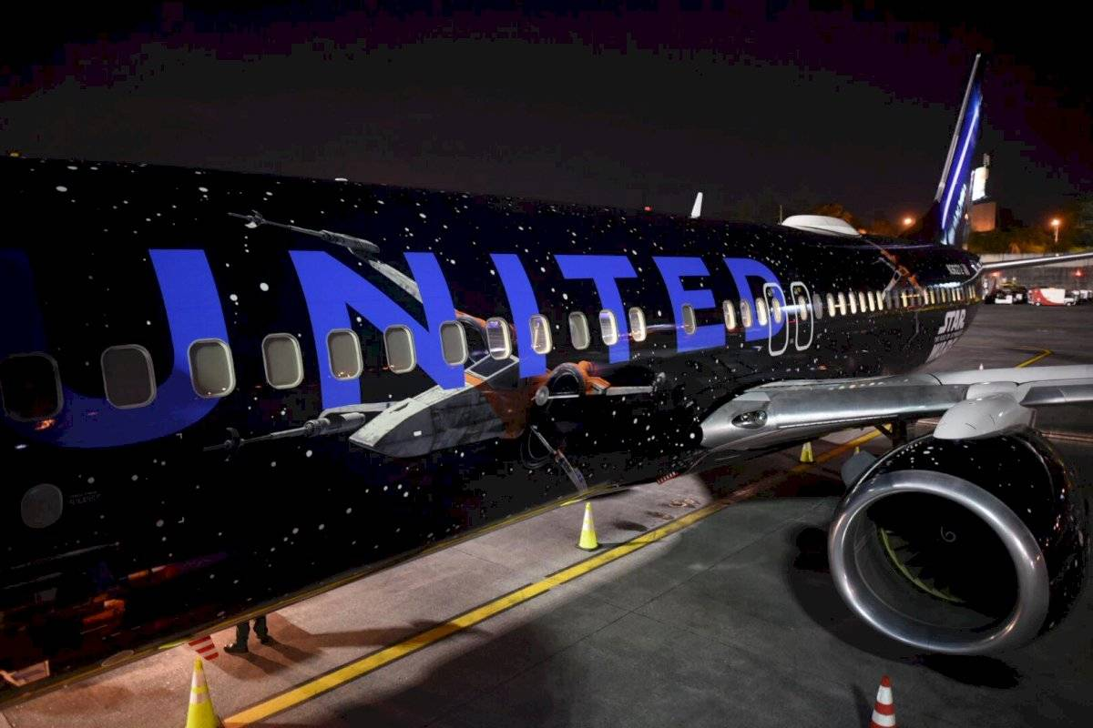 X-Wing en el exterior del Boeing de United