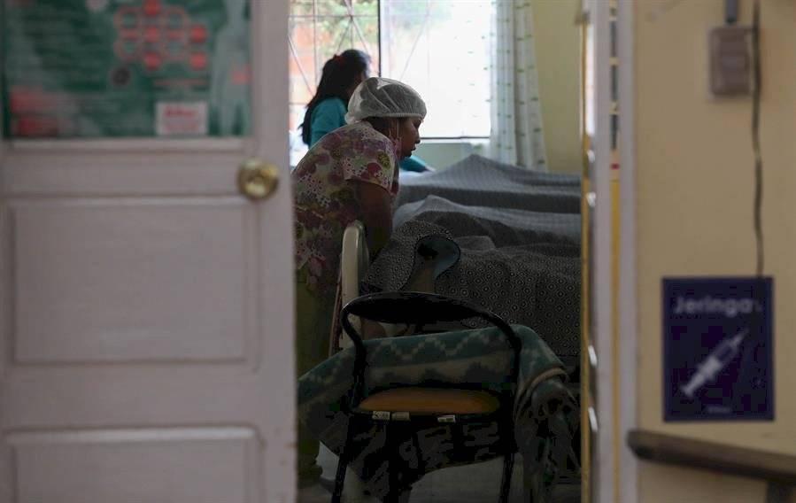 22/11/2019 15:29 (UTC) Autor: USR_PMU Temática: Disturbios y conflictos » Agitación civil » Disenso político Sanidad y salud » Centros sanitarios Sanidad y salud » Personal sanitario Sanidad y salud » Pacientes Fotografía tomada el jueves 21 de noviembre de una sala en la Unidad de Oncología del Hospital de Clínicas de La Paz (Bolivia). Enfermos de cáncer impedidos de llegar a hospitales en La Paz y Cochabamba para recibir su tratamiento por los bloqueos de carreteras y planes de contingencia para garantizar que no falten alimentos, medicamentos u oxígeno en los centros de salud son los otros saldos de la crisis en Bolivia. EFE