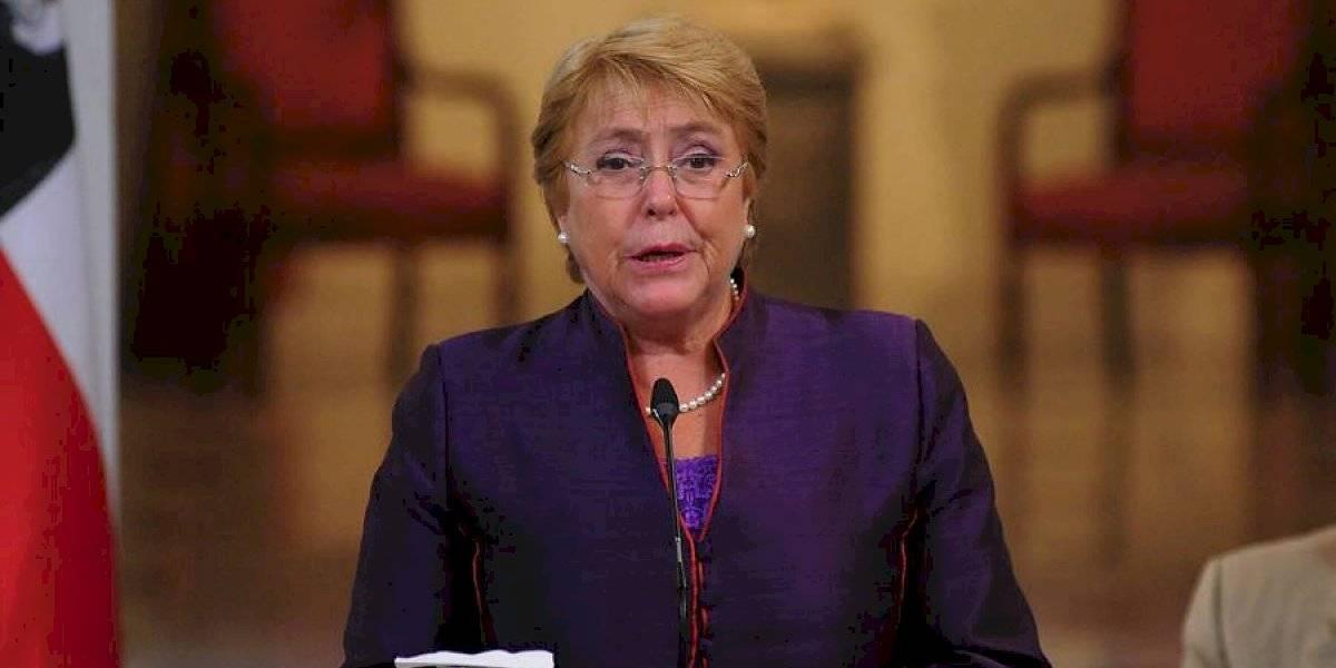 "The Economist por estallido social: ""En retrospectiva, Bachelet estaba en lo correcto"""