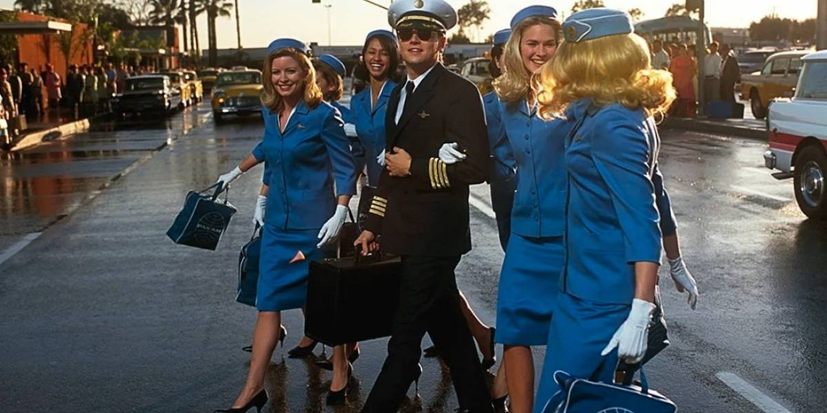 Hombre es detenido por disfrazarse de piloto para obtener beneficios y saltarse filas en los aeropuertos