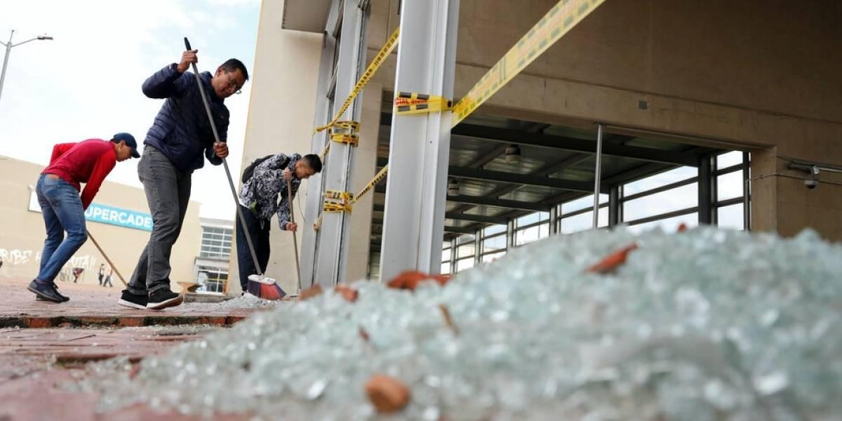 Presidente de Colombia ordena toque de queda en Bogotá por disturbios