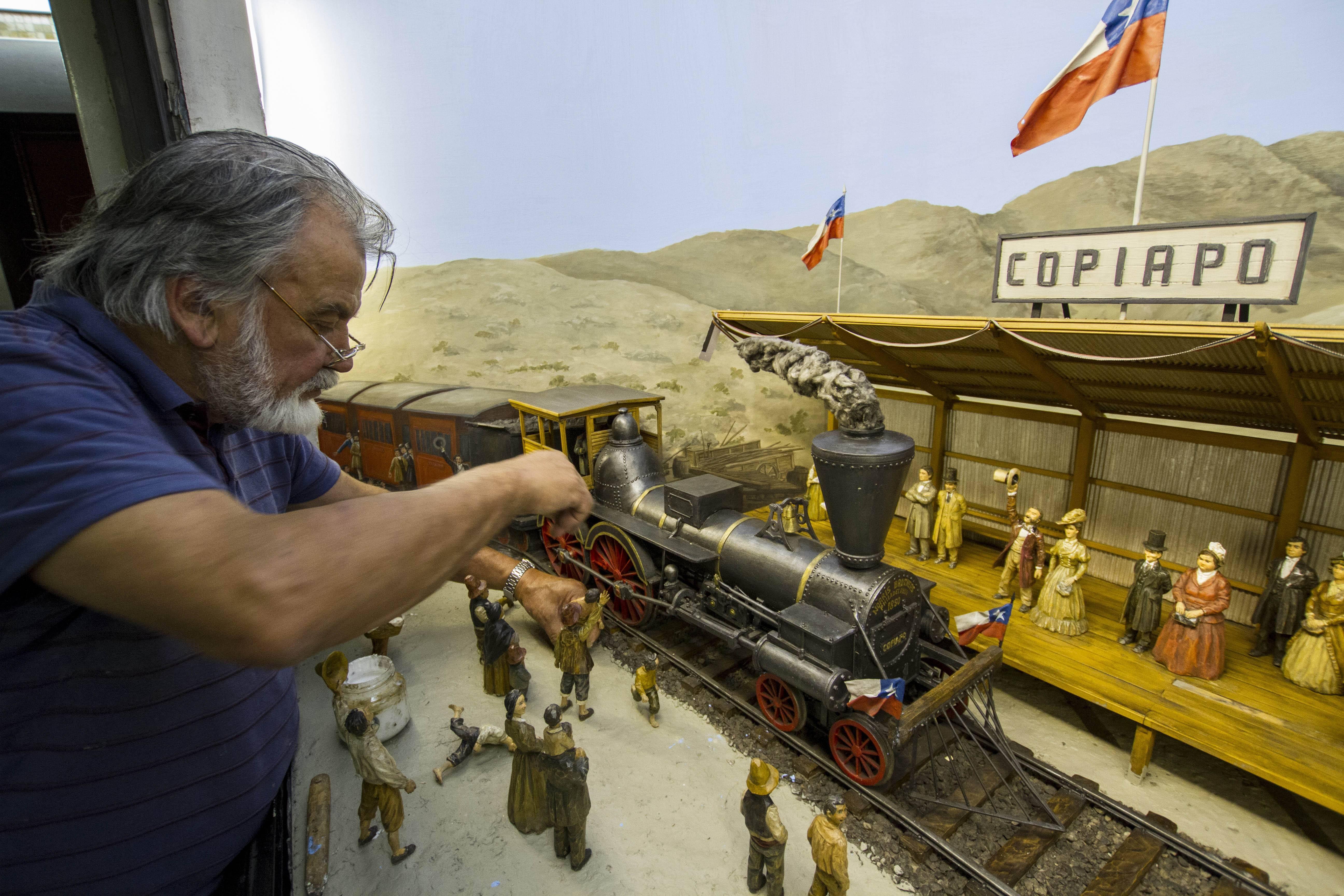 Crean campaña para recuperar los dioramas perdidos en el Metro de Santiago