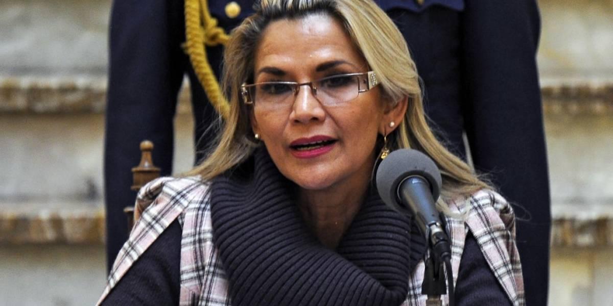 """Ante protestas en Bolivia, Áñez pide que la """"dejen gobernar"""""""