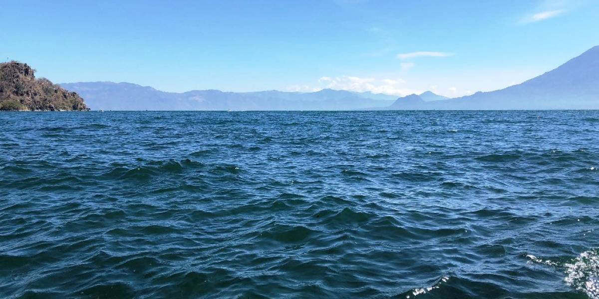 Sin rastro de lanchero que cayó en el lago de Atitlán