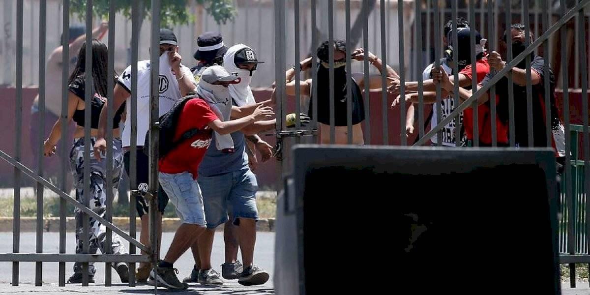 El partido entre La Calera e Iquique fue suspendido por incidentes entre la Garra Blanca y Carabineros