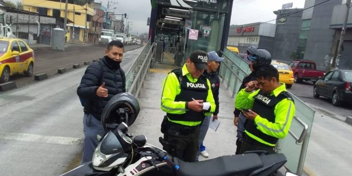 Ingresó a parada de la Ecovía cancelando el pasaje e intentó sustraer un celular de usuaria