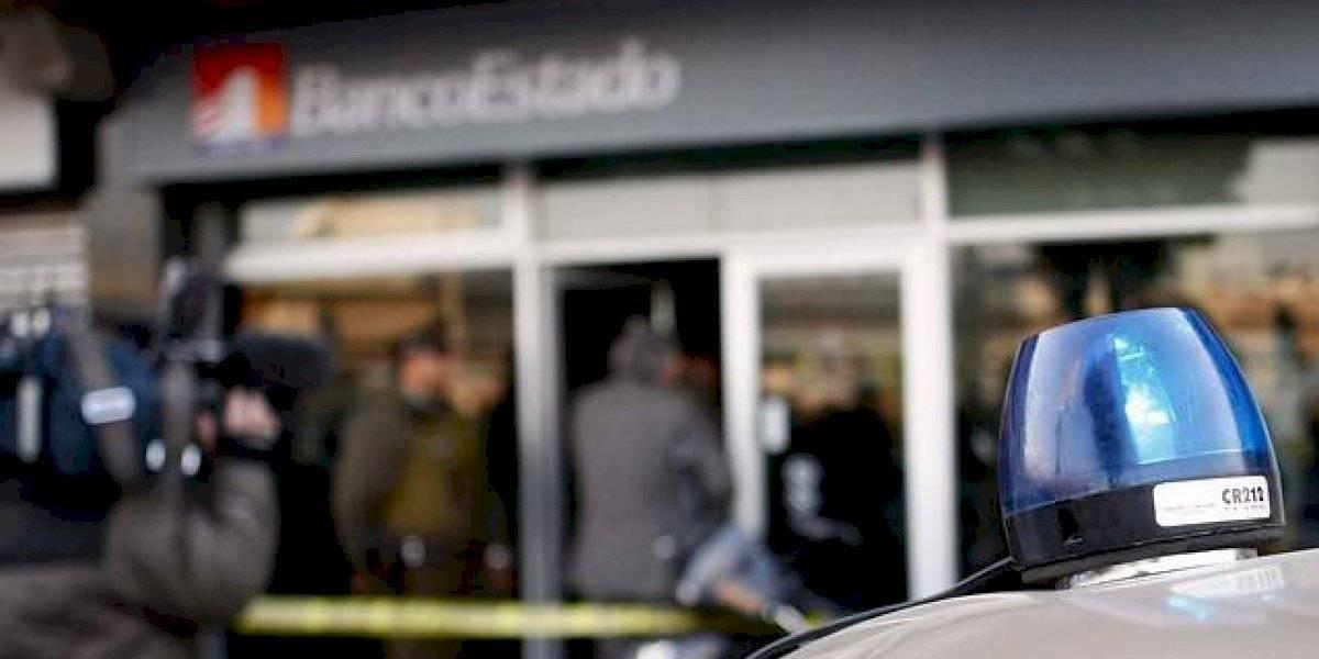 Delincuentes roban $150 millones en sucursal de Banco Estado en Maipú